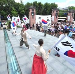 700여 재외동포 차세대들, 삼일 만세운동 재연 평화 퍼레이드