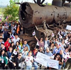 차세대 한인들 '유라시아평화철도' 퍼포먼스